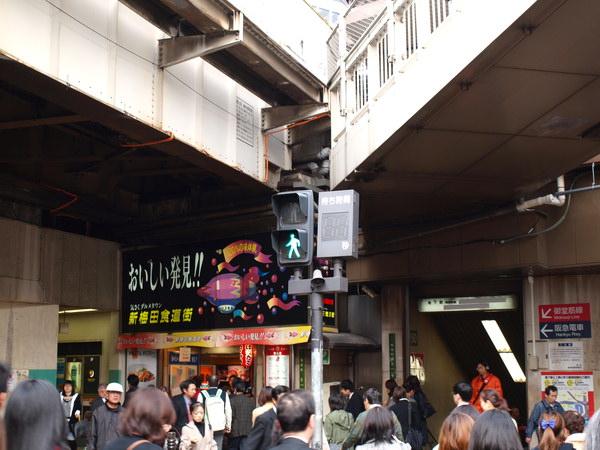 可是它只有紅燈在倒數~綠燈就沒有(跟台灣相反呢!哈哈) 台灣是車子號誌才是紅燈有秒數倒數!