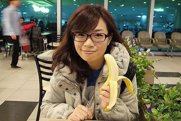 因為今天的我們在公司都還是好忙!! 然後...我怕便秘,所以吃了根香蕉 >////<