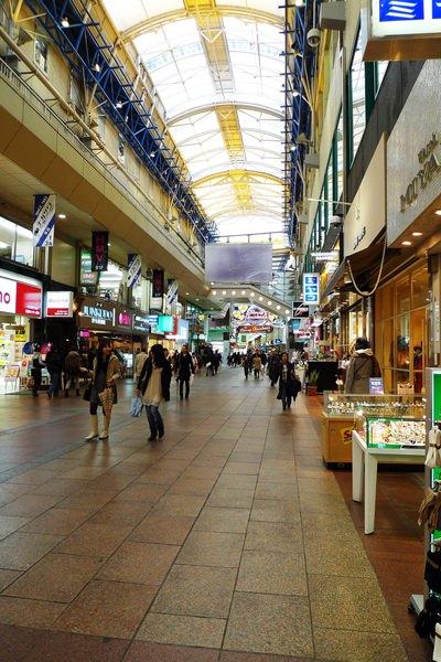 這是神戶熱鬧的商店街