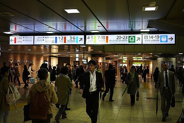 想到珊在東京車站,所以就先來這兒,但我遲遲沒走出去東京車站!! 因為我想去DISNEY STORE!!!!