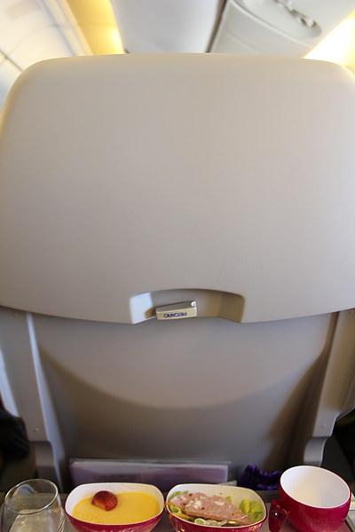 話說這次坐泰航讓我很驚嚇!! 因為沒有個人的電視 XD