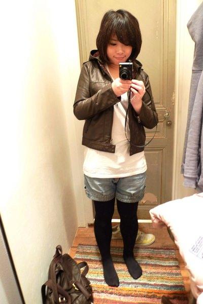 嘿嘿~我新買的LF皮衣!在裡面學日貨賣家偷照! 比台灣便宜一點!