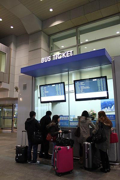 買BUS TICKET出發去市中心囉!!!