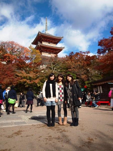 有問很專業的日本女生幫我們拍的!! 都有拍到腳呢 XD
